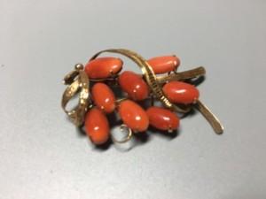 赤珊瑚ブローチ